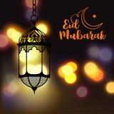 Eid Mubarak hälsning på suddig bakgrund med den härliga upplysta arabiska lampan och hand dragen kalligrafibokstäver Royaltyfria Foton