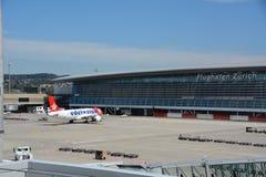 Eidelweissvliegtuig bij de luchthaven van Zürich Stock Fotografie