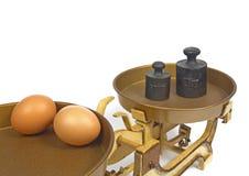 Eier auf Gewicht. Stockfotos