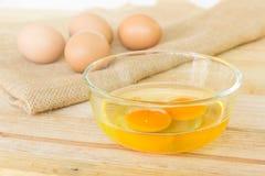 Eier auf hölzernem Hintergrund Lizenzfreies Stockfoto