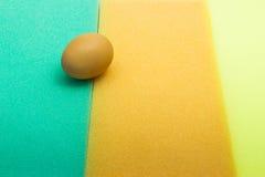 Eier auf Schwamm Stockfotos