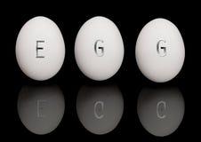 Eier auf Schwarzem Lizenzfreie Stockfotos