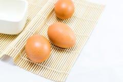 Eier auf Weiß Lizenzfreie Stockfotos