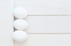 Eier auf weißen Brettern Lizenzfreies Stockfoto