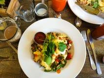 Eier Benedict Breakfast Plate Lizenzfreie Stockfotos