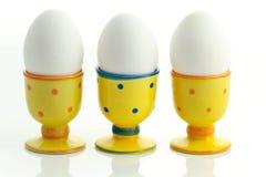 Eier in den Eierbechern Stockbild