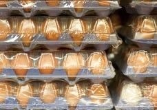 Eier in den großen Paketen Lizenzfreie Stockfotografie