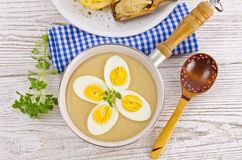 Eier in der Senfsoße Stockfotos