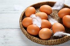 Eier in einem Abtropfbrett Lizenzfreie Stockbilder