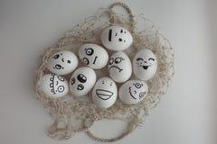 Eier in einem Gitterfoto für Ihr Design Stockbild