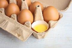 Eier in einem Kasten für Eier und Eigelb Lizenzfreies Stockfoto