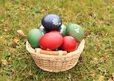 Eier in einem Korb Lizenzfreie Stockfotos