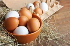 Eier in einer tiefen Schüssel Lizenzfreie Stockfotografie