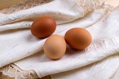 Eier eingewickelt im Stoff Lizenzfreies Stockbild