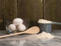 Eier für Hausmannskost und Backen Lizenzfreie Stockfotos