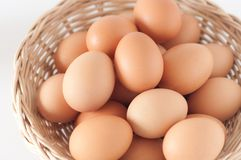 Eier im basket02 Lizenzfreies Stockfoto