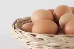 Eier im basket03 Stockfoto