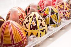 Eier im Kasten mit Muster für Ostern-Feiertag Lizenzfreie Stockbilder