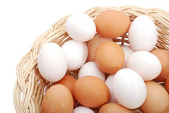 Eier im Korb Lizenzfreies Stockfoto
