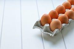 Eier im Papierbehälterpaket Lizenzfreie Stockfotografie