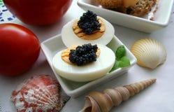 Eier mit Kaviar Lizenzfreie Stockbilder