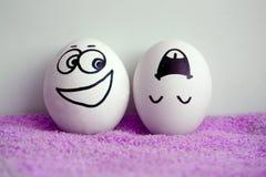 Eier sind mit einem Gesicht Konzept von frechem nett Stockfotos