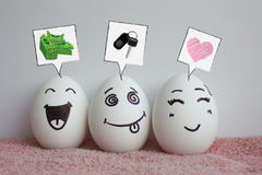Eier sind mit Gesichtern lustig Konzept des Gelächters Stockfoto