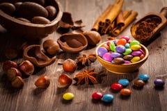 Eier und Alleswisser der süßen Schokolade für Ostern stockbild