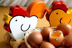 Eier und Holzhühner Lizenzfreies Stockbild
