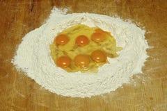 Eier und Mehl Stockfotos