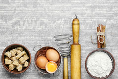 Eier und Weizenmehl Stockfoto