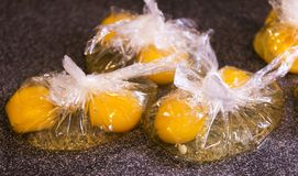 Eierdooiers in plastic zakken Royalty-vrije Stock Fotografie