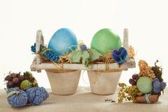 Eierdopjes met bloem Royalty-vrije Stock Fotografie