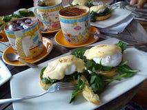 Eieren Benedict en een koffie Royalty-vrije Stock Afbeeldingen