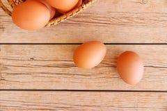 Eieren in de mand Stock Foto's