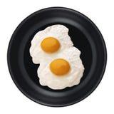 Eieren in een geïsoleerde pan stock afbeelding