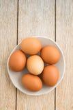 Eieren in een kom Royalty-vrije Stock Foto's