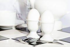 Eieren in Eierdopjes Royalty-vrije Stock Foto