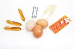 Eieren en drugs royalty-vrije stock foto's