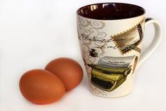 Eieren en een Kop stock afbeeldingen