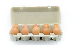 Eieren in kartondoos Stock Afbeelding