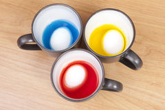 Eieren in kleurstof Stock Fotografie