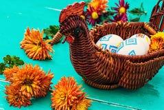 Eieren, koekoeksbloem en gestreepte doek Stock Afbeelding