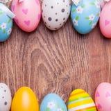 Eieren, koekoeksbloem en gestreepte doek Royalty-vrije Stock Fotografie