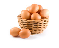 Eieren in kom stock afbeeldingen