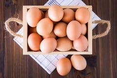 Eieren in krat Stock Foto