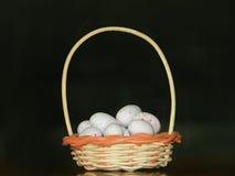 Eieren in mand Stock Foto's