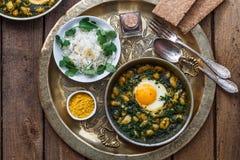 Eieren met boon, dille en rijst Iraans ontbijt Stock Afbeeldingen