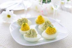 Eieren met kaas en avocado het voorgerecht dat van mousse-Pasen worden gevuld Royalty-vrije Stock Afbeelding