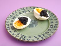 Eieren met kaviaar Royalty-vrije Stock Afbeeldingen